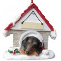 Black and Tan Dachshund in Christmas Dog House - size 8 cm (h)